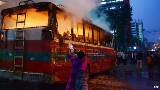 Bus on fire in Dhaka on 2 January 2014