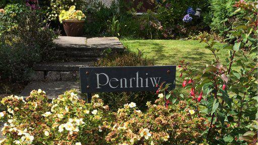 Penrhiw - gardd o Gymreictod yn Dublane, Yr Alban