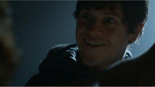 Iwan fel y cymeriad sinistr Ramsay Bolton yn Game of Thrones