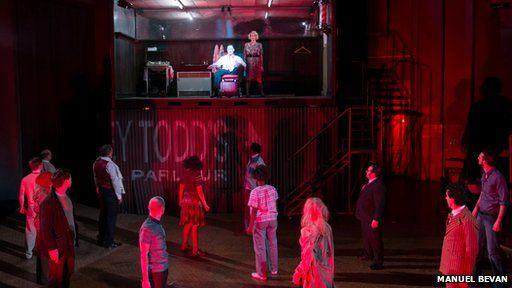 Bydd gan y Cwmni Opera Cenedlaethol gynhyrchiad newydd o 'Sweeney Todd The Demon Barber of Fleet Street' yn 2015