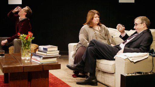 """Fe enillodd Rebecca wobr yr """"Actores Orau"""" y llynedd am ei rhan yn 'Llanast!'"""