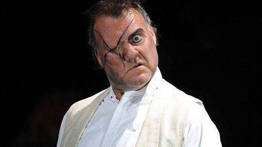Bryn yn portreadu Wotan yn opera Wagner. Die Walkure