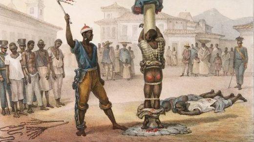 Ilustração de violência contra escravos: um açoite a escravo amarrado em tronco, com nádegas ensanguentadas