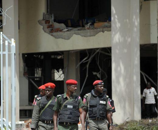 Jami'an tsaro a shelkwatar Majalisar Dinkin Duniya a Abuja, Najeriya- August 2011
