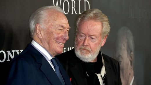 Christopher Plummer (izq.) y Ridley Scott