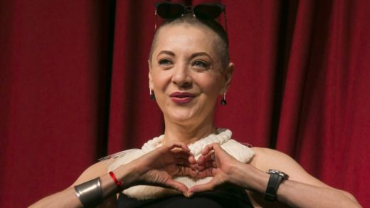 Mexican actress Edith Gonzalez at a press conference to announce a play in 2017, making a heart with a hands