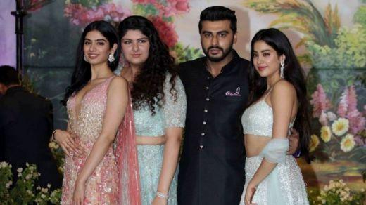 Arjun Kapoor da kannensa, Anshula da Jhanvi d akuma Khushi Kapoor a wajen bikin 'yar uwarsu Sonam Kapoor