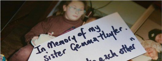 """A paper tag that reads 'In memory of my sister Gemma Hayter. """"Be nice to each other""""'"""