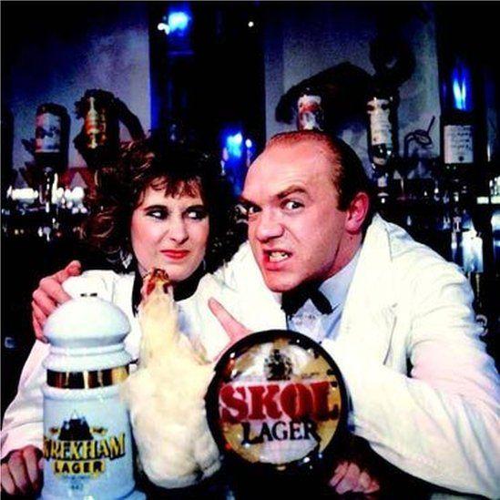 Liz Scourfield gyda Parri'r Barman