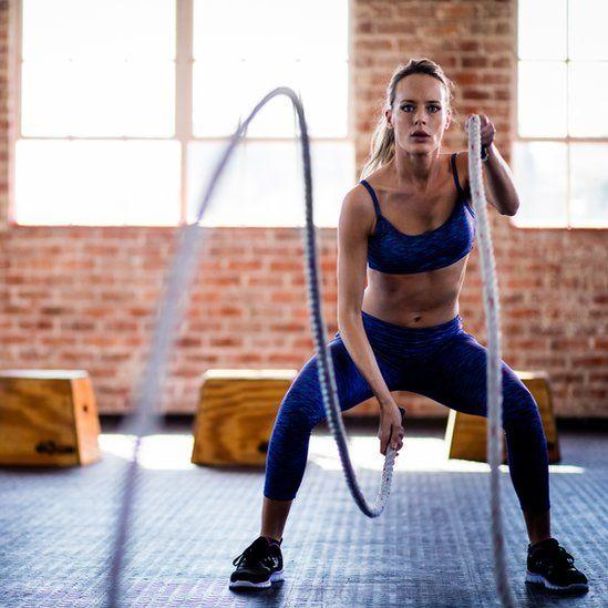 Comer antes o despues de hacer ejercicio para bajar de peso