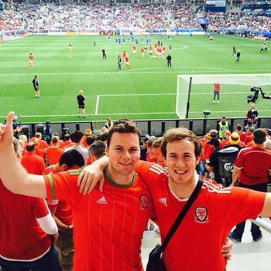 Disgwyl am ddechrau gem yn Euro 2016