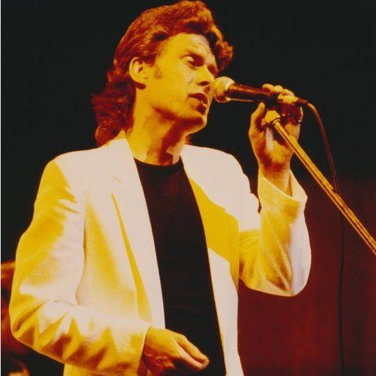 Geraint Griffiths yng nghyngerdd Dwylo Dros y Môr 1985