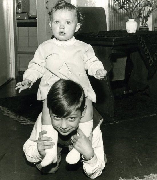 Astrid Holleeder aged 2 with her elder brother Willem aged 9