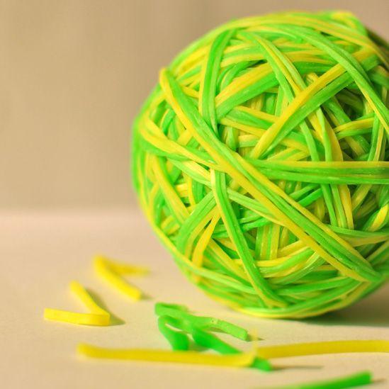 An elastic band ball