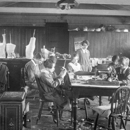 Splint making room in the 1920s