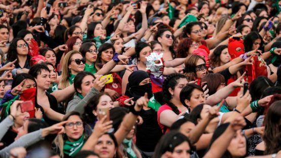 Mujeres en Santiago de Chile coreografiando