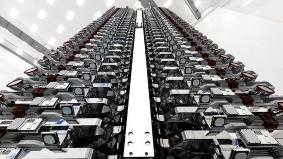"""تستهدف سبيس إكس إطلاق نحو 12 ألف مركبة فضائية من أجل شبكتها """"ستارلينك"""" للإنترنت."""