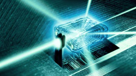 лучи света, проходящие через кристалл наноразмера (модель)