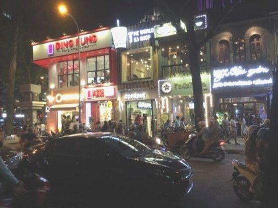 Các quán kem và cà phê buổi tối trung tâm quận nhất Sài Gòn