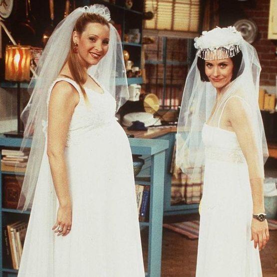 Phoebe y Mónica como novias.