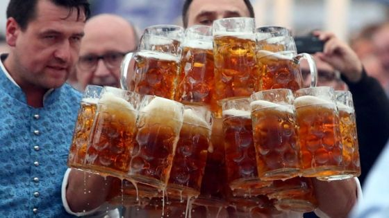 German waiter smashes beer carrying record - again