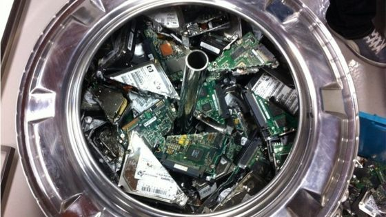 Hard discs in recycling process