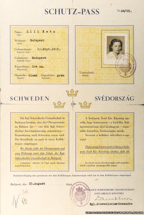 An example of a Schutz-Pass with the letter 'W' for Wallenberg in the bottom left corner