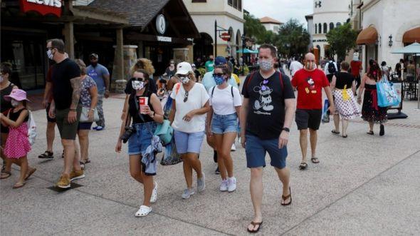 Visitantes en Disney.