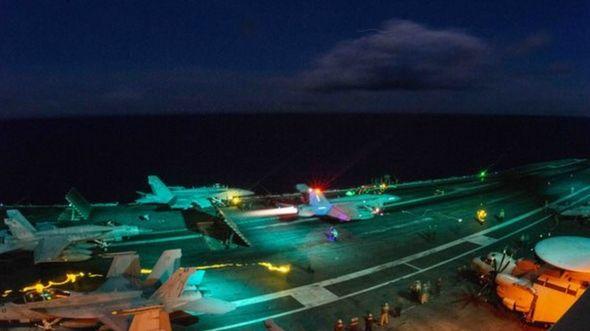Một buổi bay đêm trên tàu sân bay USS Ronald Reagan