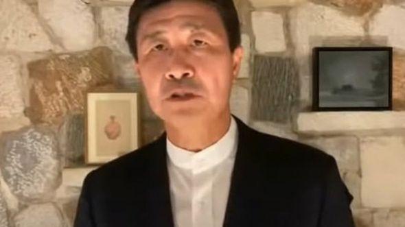 郝海东在视频中