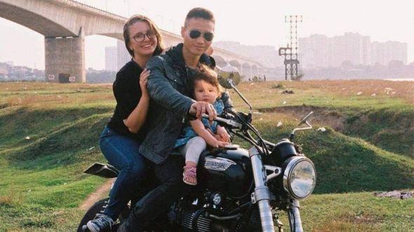 Sandra mong chính phủ Việt Nam cho ba mẹ cô về Việt Nam để đoàn tụ với chồng và sinh con tại Việt Nam.