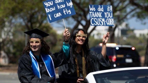 Sinh viên tốt nghiệp trường California State University San Marcos, ngày 15/5