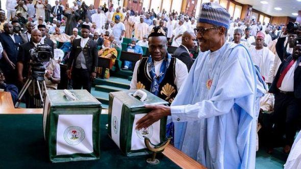 Shugaba Buhari na mika kasafin kudi