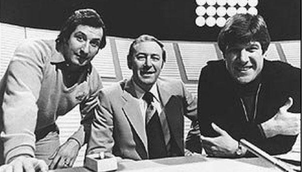 Wedi ymddeol yn 1978, bu Gareth yn gapten ar y cwis chwaraeon poblogaidd Question of Sports. O'r chwith i'r dde; Gareth, David Coleman ac Emlyn Hughes. After his retirement in 1978, Gareth became Captain on the popular sports quiz, Question of Sports. From the left, Gareth, David Coleman and Emlyn Hughes