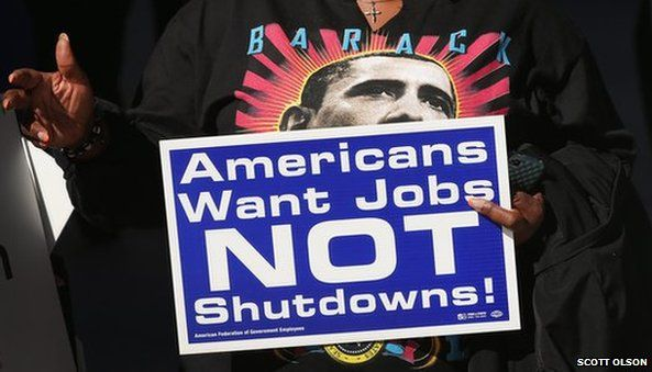 Federal employees protest at shut-down in Chicago