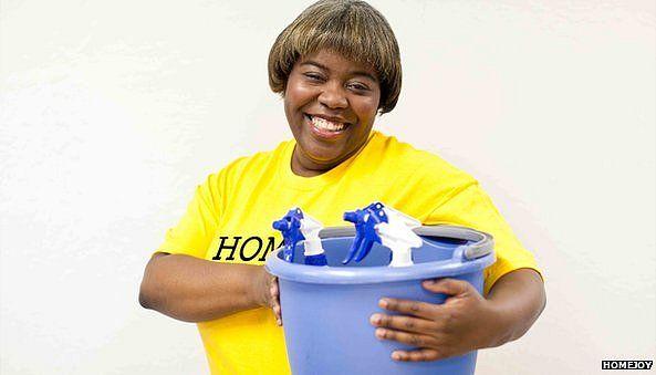Torcy holding bucket