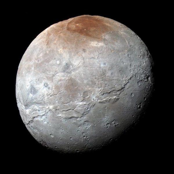 Resuelven el misterio de Mordor, la enorme mancha roja en la mayor luna de Plutón