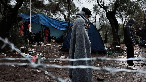 كانت جزيرة ليسبوس اليونانية و ما زالت تستقبل قوارب اللاجئين السوريين منذ عام 2011