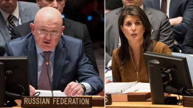 El embajador ruso, Vassily Nebenzia, y la embajadora estadounidense, Nikki Haley, protagonizaron el lunes un duro enfrentamiento en el Consejo de Seguridad de la ONU. Foto: AFP