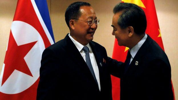 中国外长王毅和朝鲜外相李勇浩