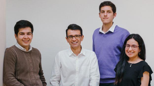 Santiago Saavedra y su equipo.