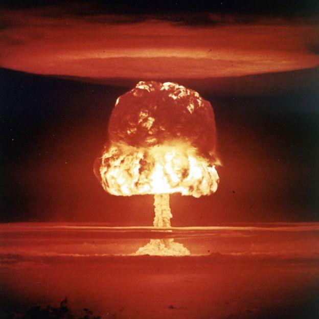 Explosión nuclear en las Islas Marshall en 1954