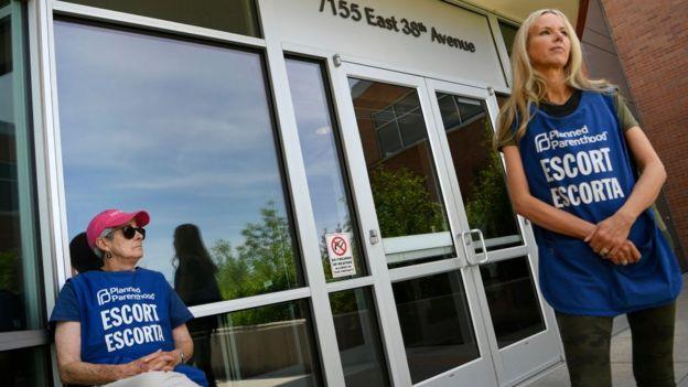 Voluntarios en una clínica de Planned Parenthood.