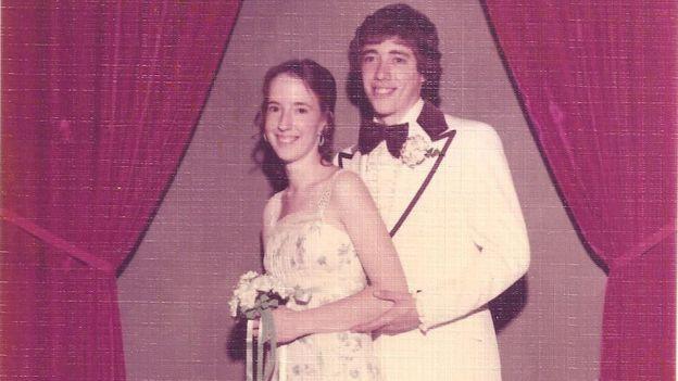 Chuck Raymond y su entonces novia Linda en 1976.