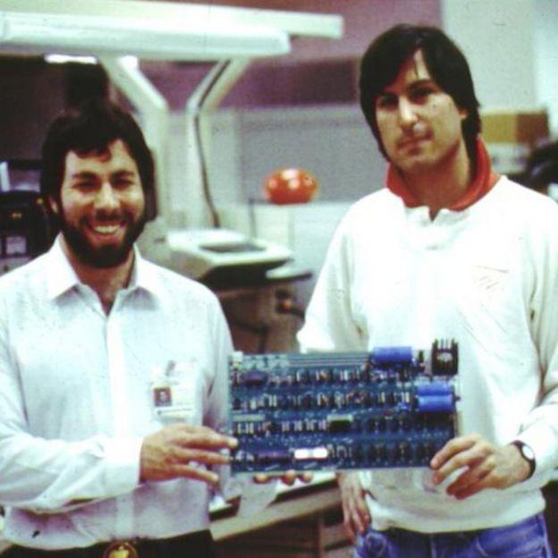 Una curiosa solicitud de empleo de Steve Jobs descubre datos impactantes sobre él