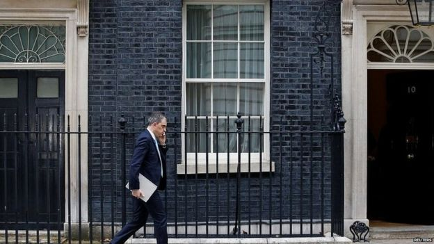 Julian Smith entering Downing Street