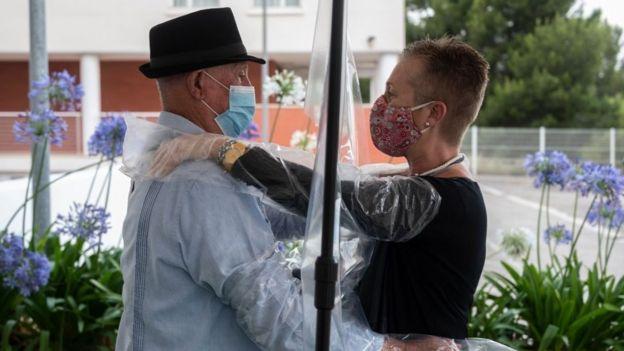Birçok ülkenin koronavirüs kısıtlamalarını yavaş yavaş kaldırmasıyla beraber ikinci dalga endişeleri artmaya başladı.