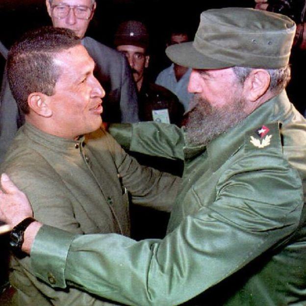 La relación personal entre Chávez y Fidel Castro comenzó a forjarse en 1994, cuando el venezolano visitó La Habana.