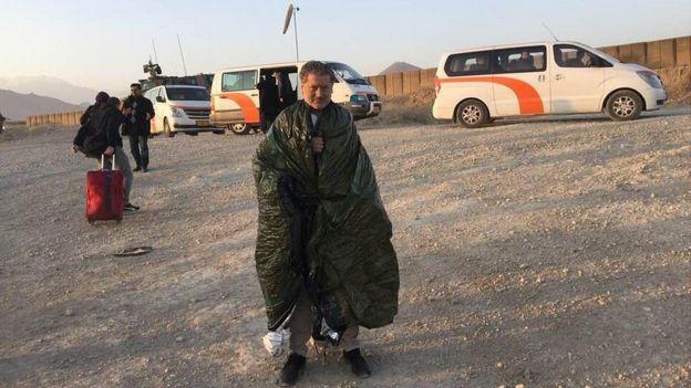 Vasileios con una manta térmica.