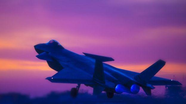 """图为参加夜间对抗训练的中国空军""""歼-20"""",资料照片"""